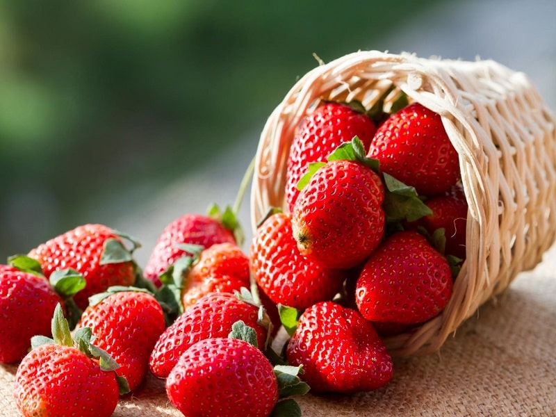 strawberry for teeth whitening remedies