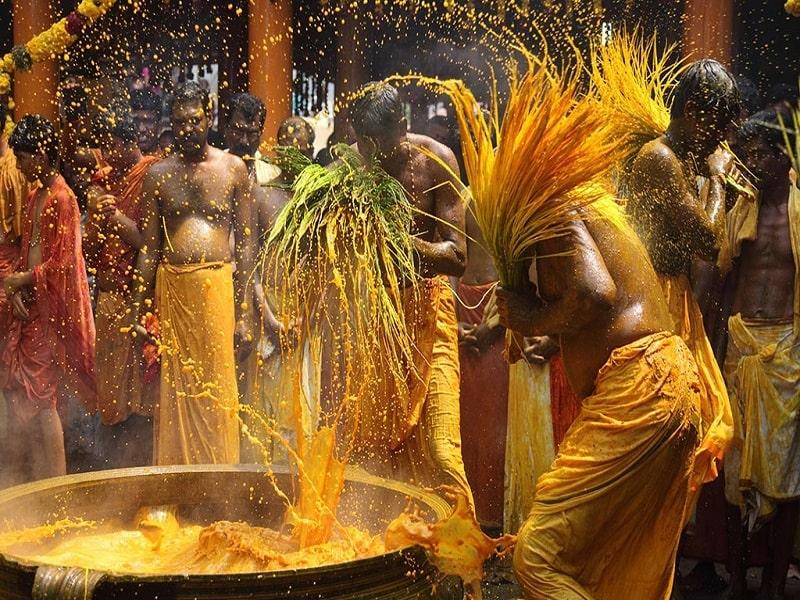 Manjal Kuli – Kerala holi celebration