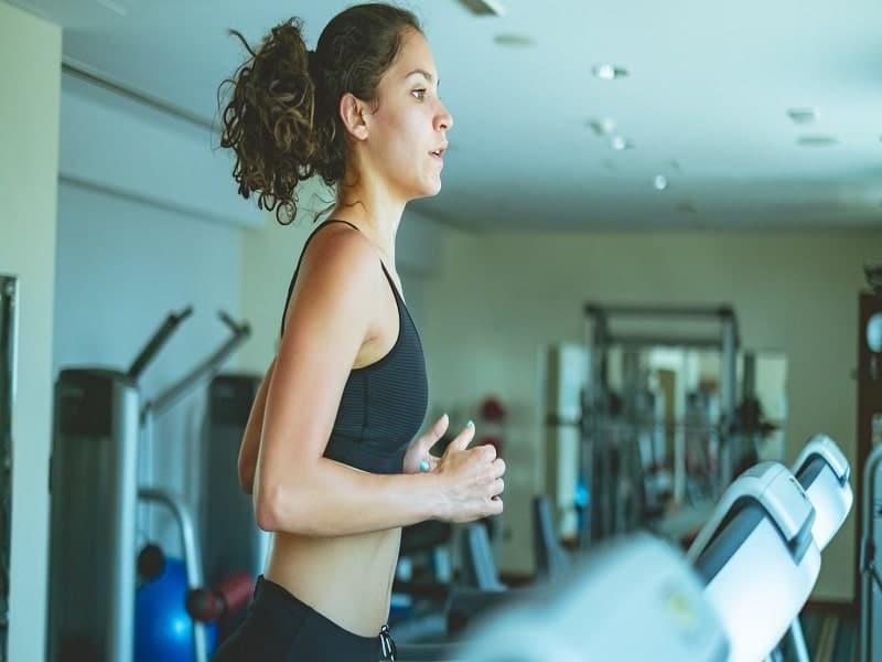 women at treadmill